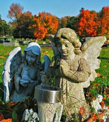 angels in cemetery